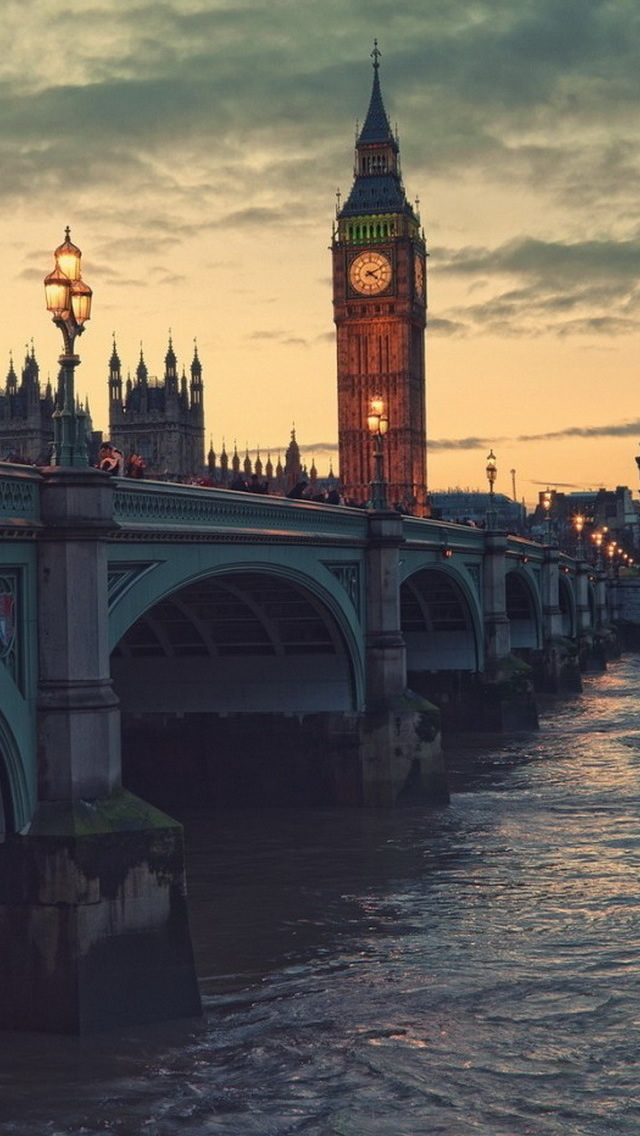 London At Dusk iPhone wallpaper