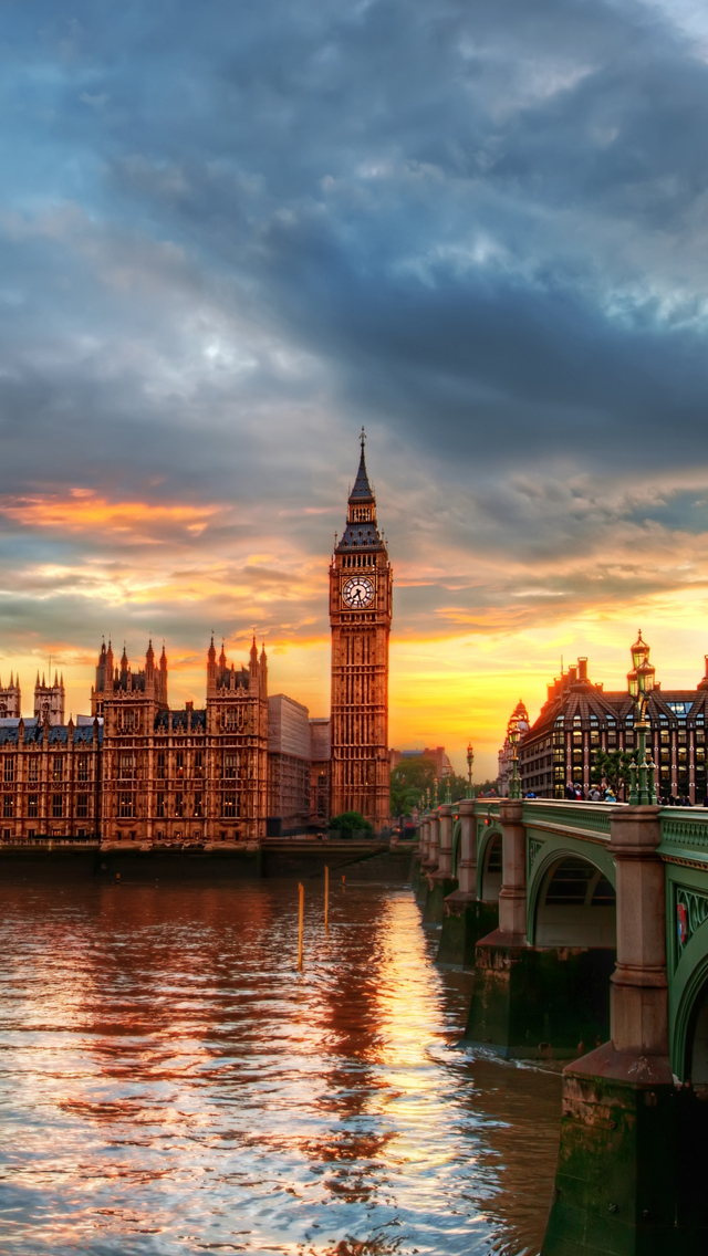 Westminster Palace at twilight iPhone wallpaper