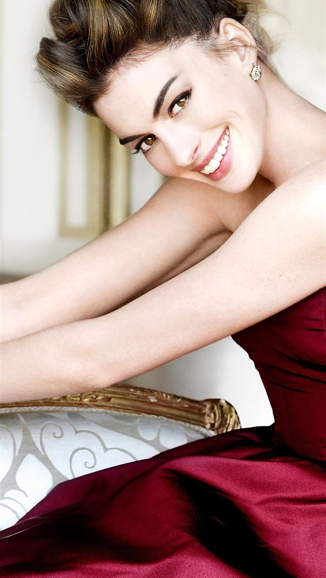 anne hathaway 2020 iPhone wallpaper