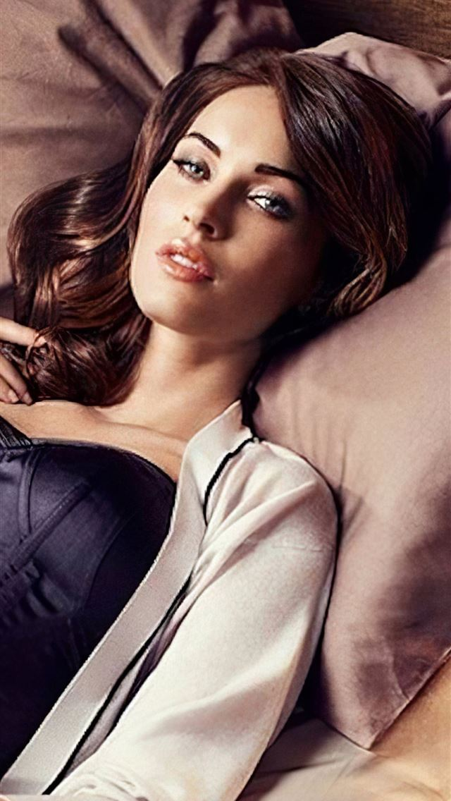 megan fox celebrity 2020 iPhone wallpaper