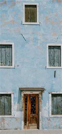Blue house exterior in Burano iPhone X(S/Max/R) wallpaper