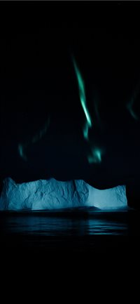 Northern lights above an iceberg in the Arctic iPhone X(S/Max/R) wallpaper