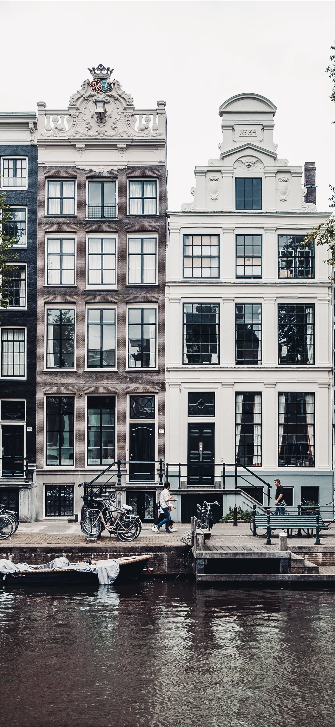 Pedestrians In Amsterdam Iphone X Wallpapers Free Download