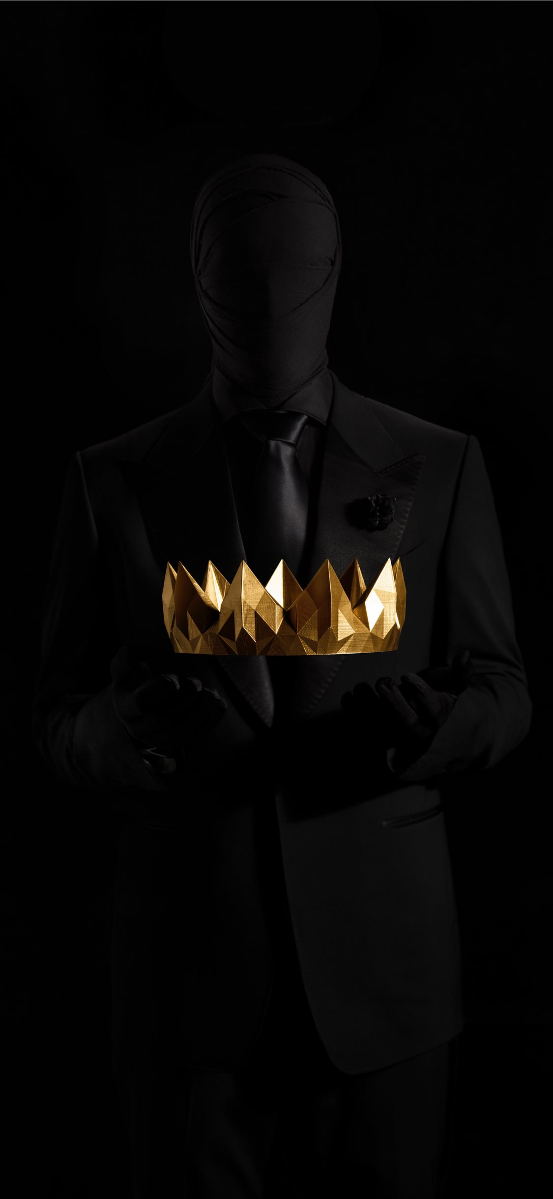 Silhouette Holding Gold Crown Iphone X Wallpapers Free Download