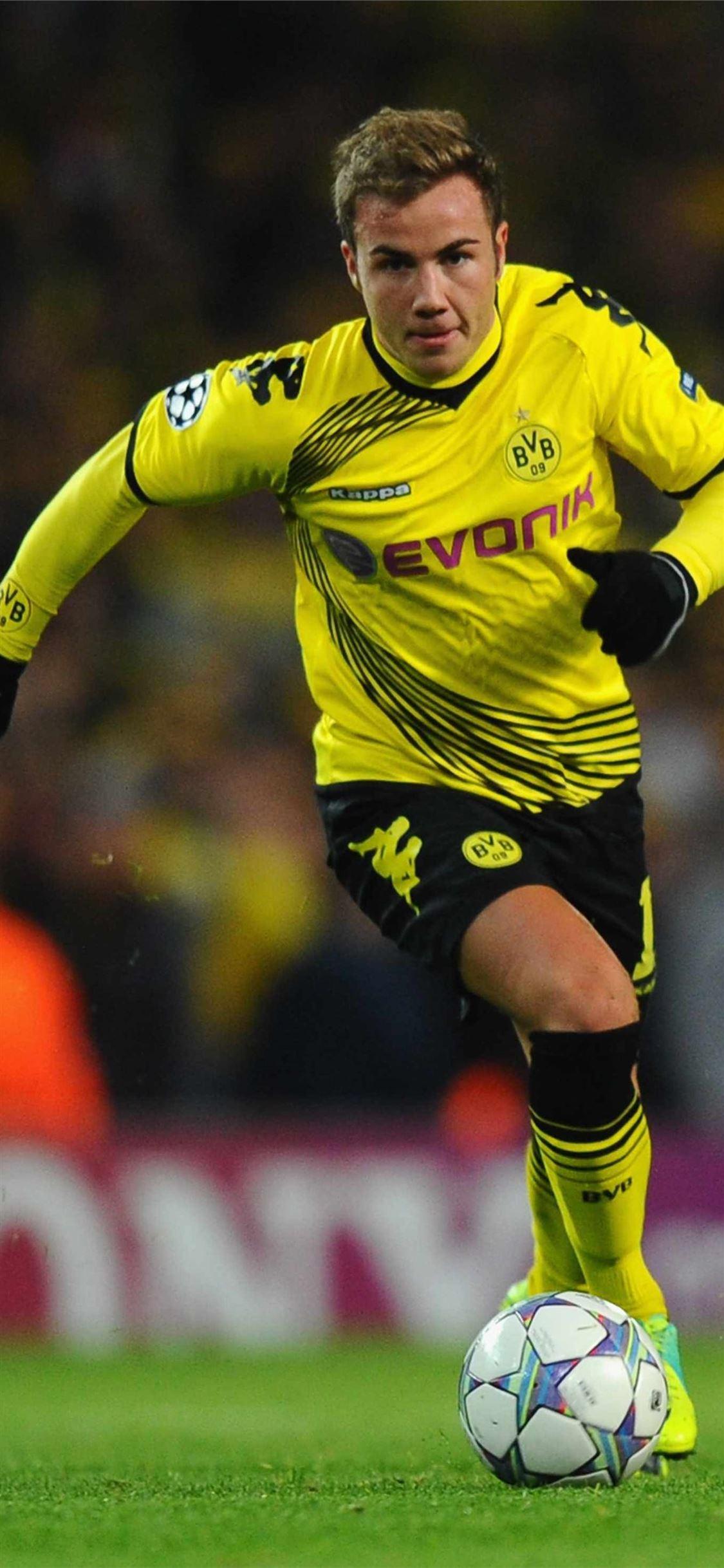 97 Mario Gotze Borussia Dortmund On Afari Iphone X Wallpapers Free Download