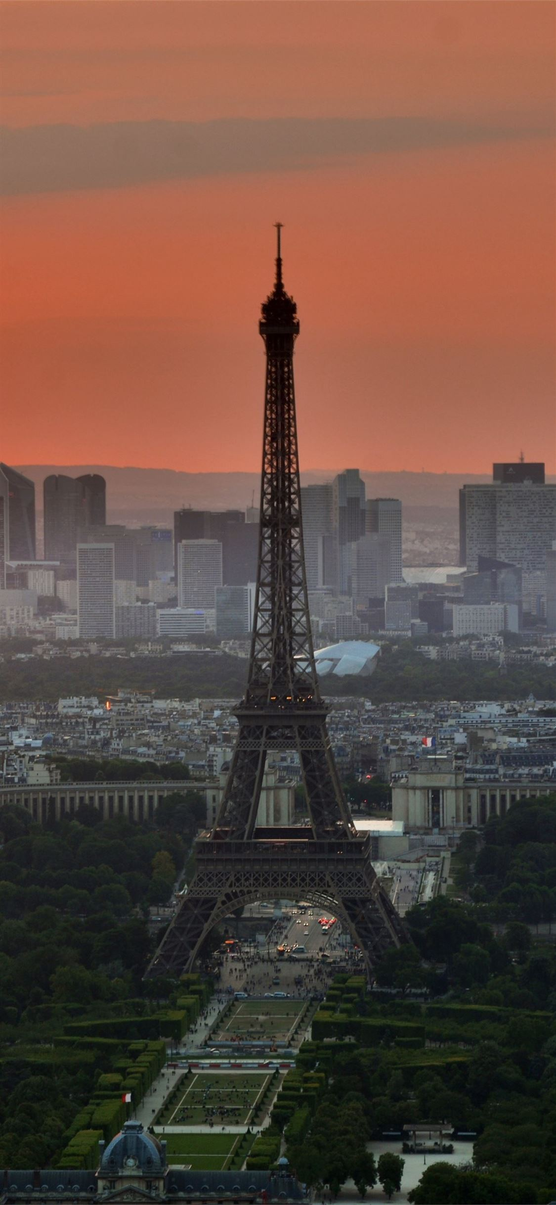 Eiffel Tower In Paris 4k Samsung Galaxy Note 9 8 S Iphone X Wallpapers Free Download