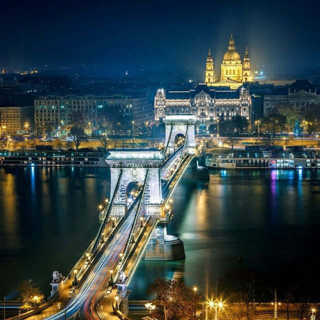 Szechenyi Chain Bridge Budapest iPad wallpaper