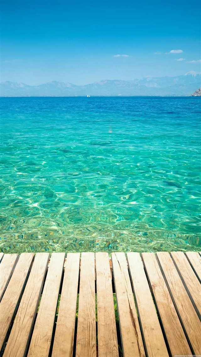 Clear Tropical Ocean Water Lockscreen iPhone 8 wallpaper