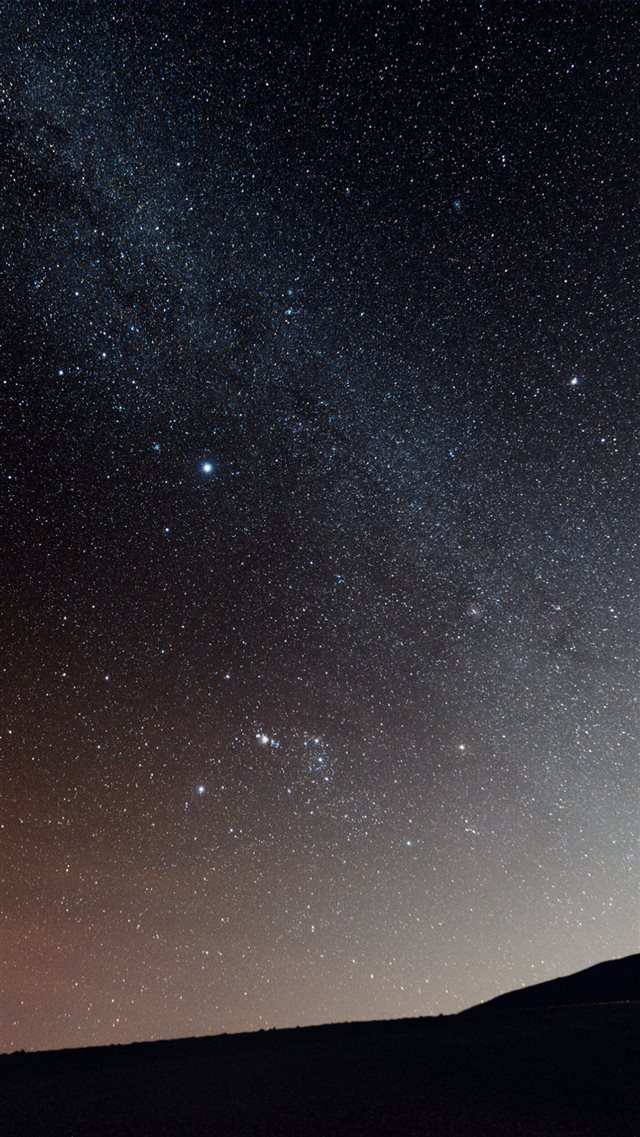Milky Way Over Hill iPhone 8 wallpaper