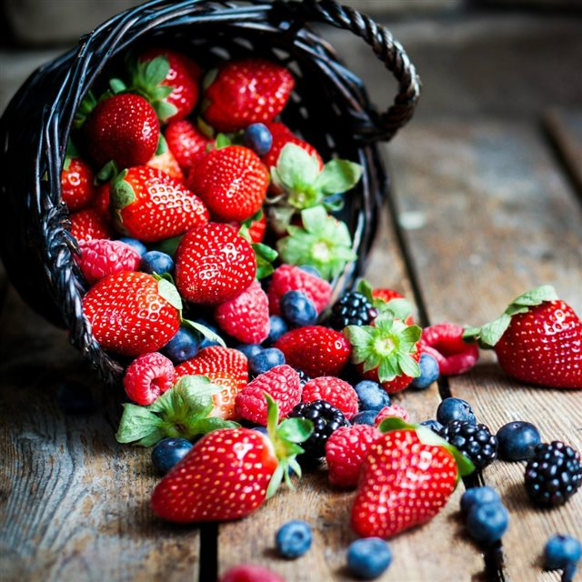 Berries In Basket Macro iPad wallpaper