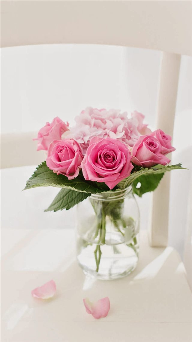 Pink Roses Bouquet Vase iPhone 8 wallpaper