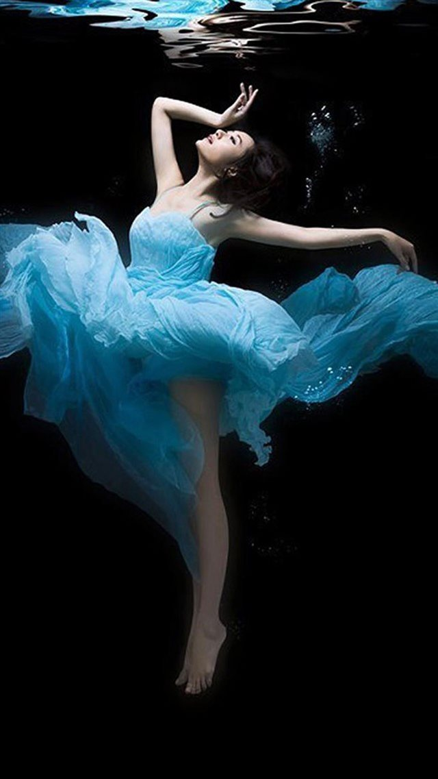 Dance Undersea Beauty iPhone 8 wallpaper