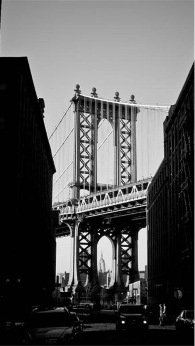Manhattan Bridge New York Black And White iPhone 8 wallpaper