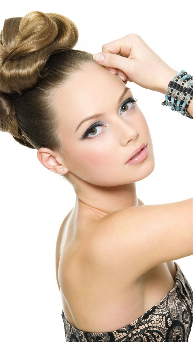 Blonde Hair Makeup Face Model Iphone 8 Wallpaper Download Iphone