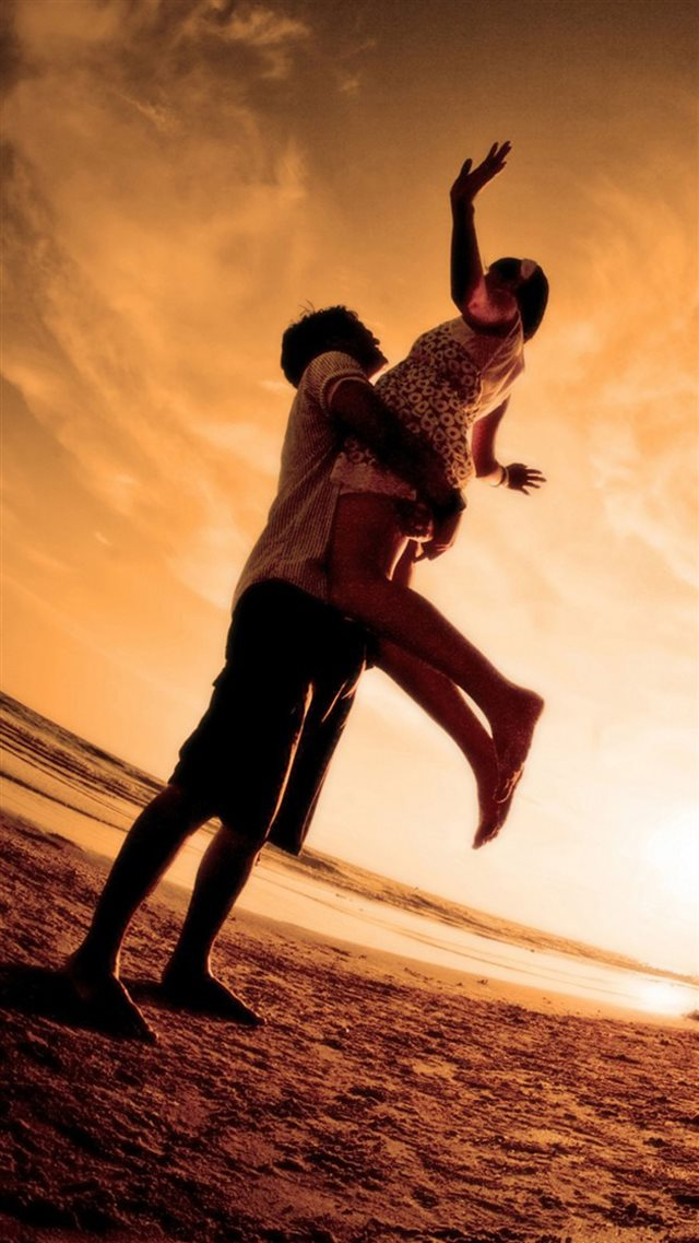 Seaside Lift Happy Lover Couple iPhone 8 wallpaper