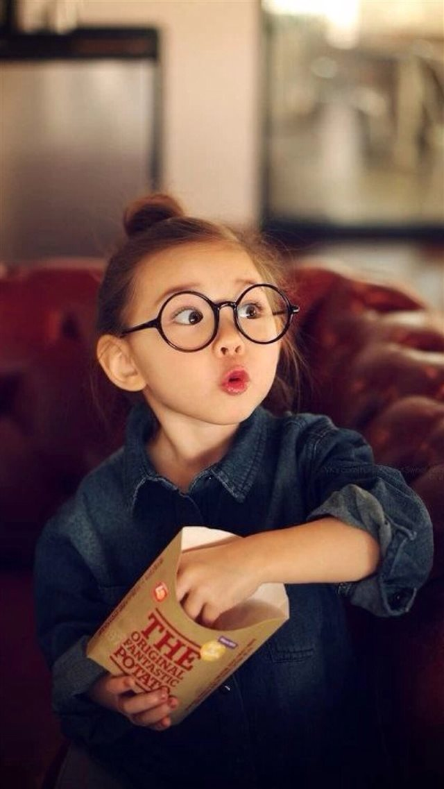 Cute Amazing Expression Little Girl iPhone 8 wallpaper