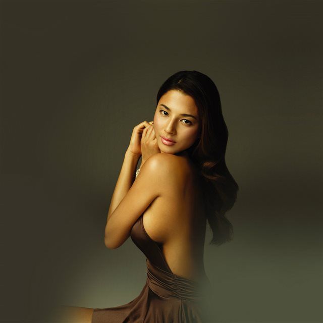 Jessica Gomes Gold Dress Model Beauty Sexy iPad wallpaper