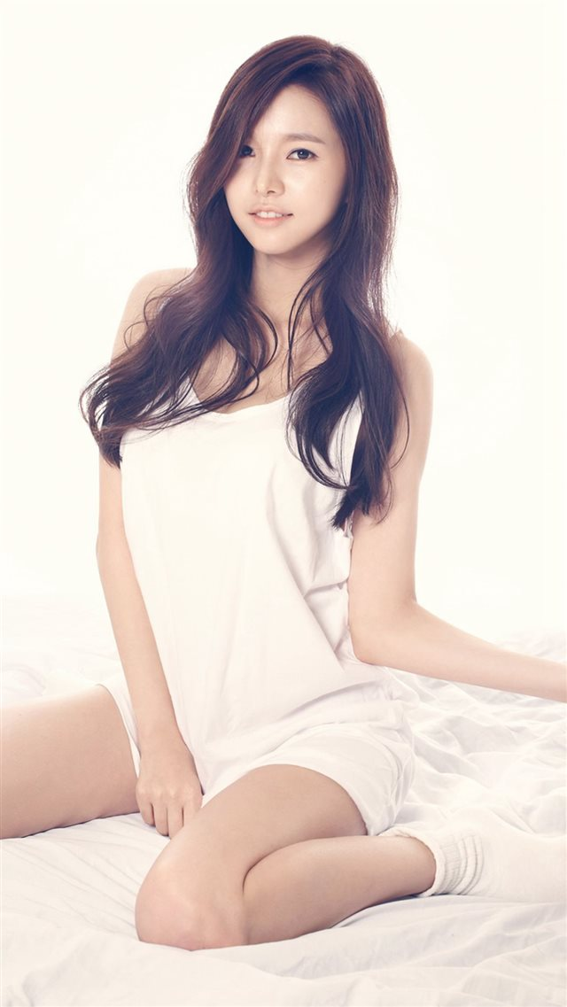 Jei Fiestar Sexy Sweety Bed Girl iPhone 8 wallpaper