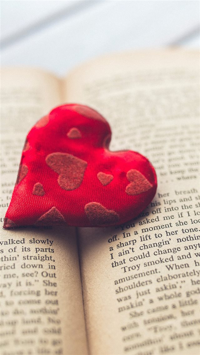 Romantic Heart Love Book Read iPhone 8 wallpaper