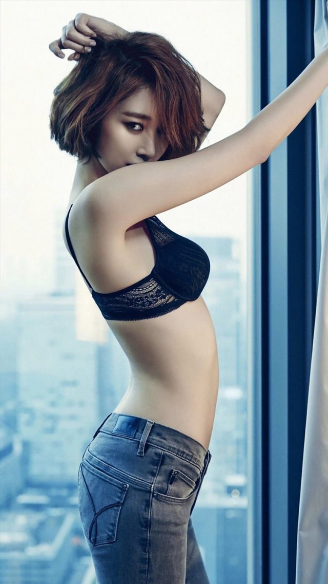 Short Hair Woman In Jeans iPhone 8 wallpaper