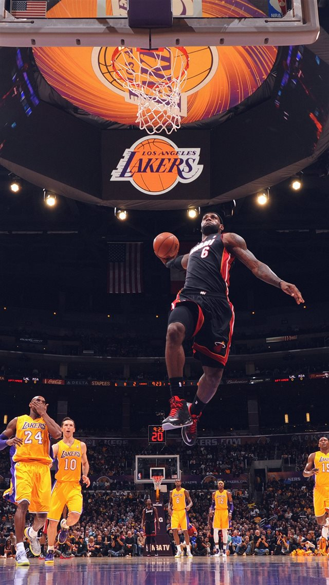 Lebron James NBA Basketball Dunk iPhone 8 wallpaper