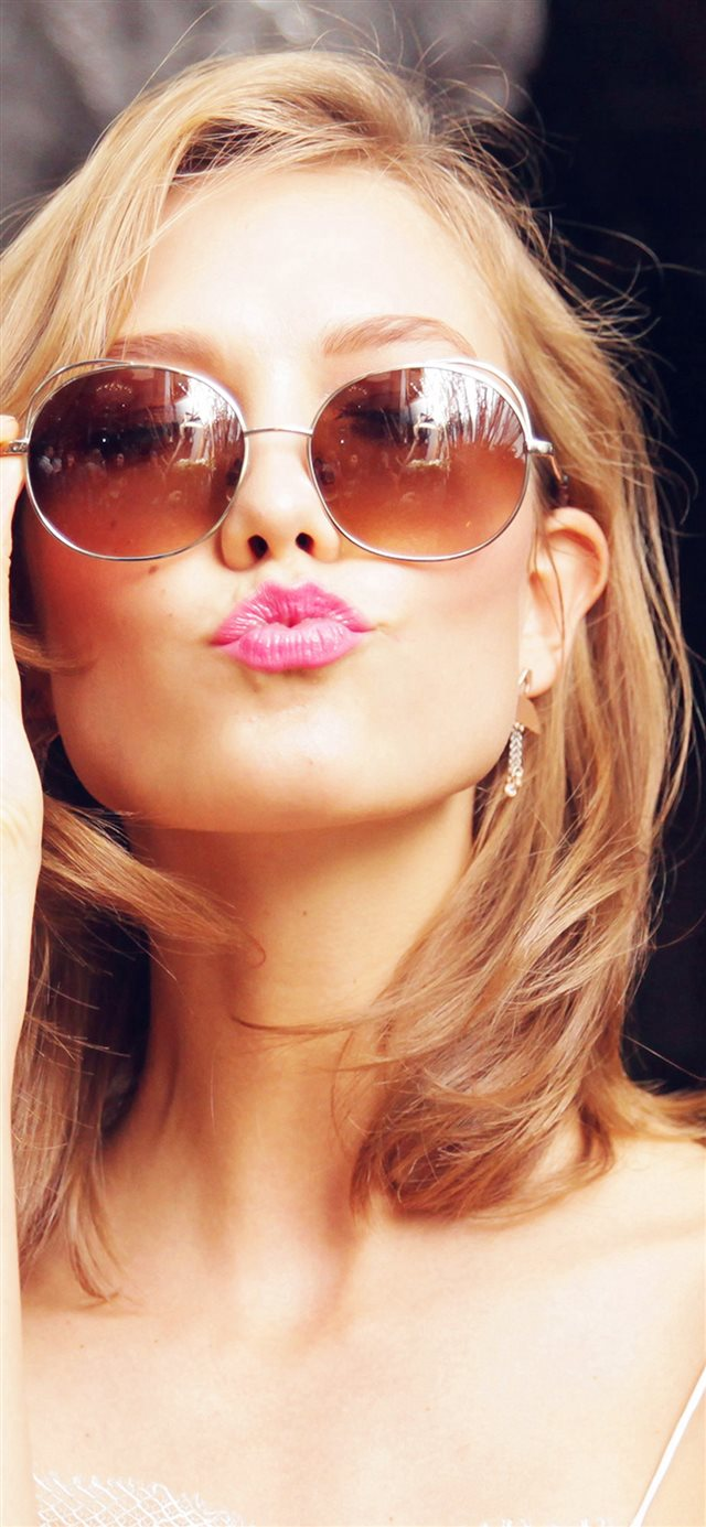 Sunglass Model Karlie Kloss Cute Beauty iPhone X wallpaper