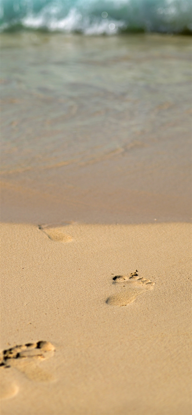 Sea beach footprint iPhone X wallpaper