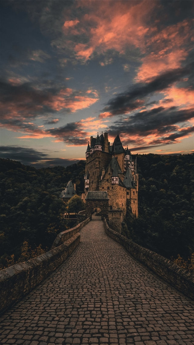 Castle trail evening sky iPhone 8 wallpaper