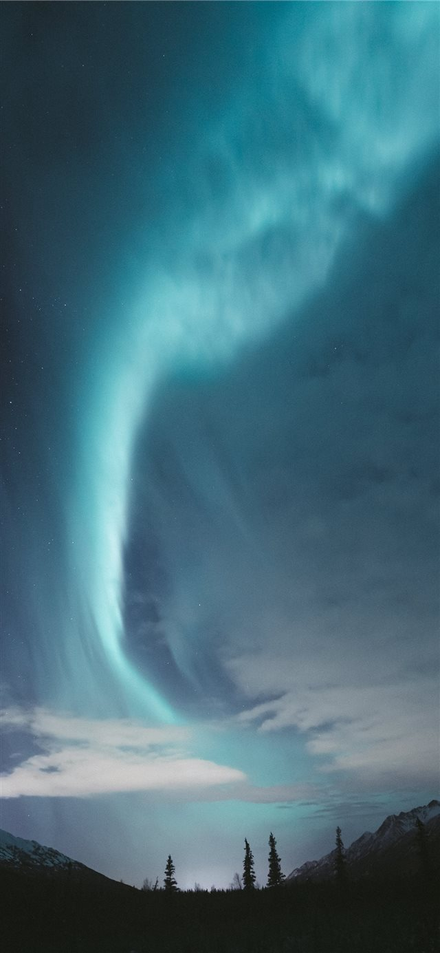 Aurora over Alaska iPhone 11 wallpaper