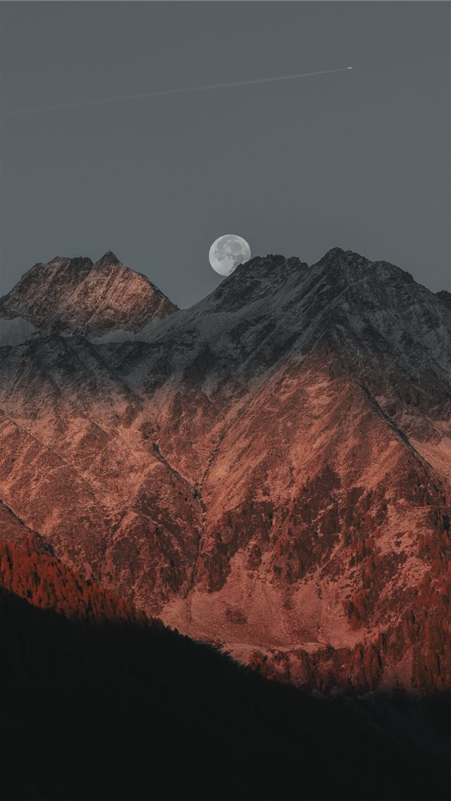 White moon iPhone SE wallpaper