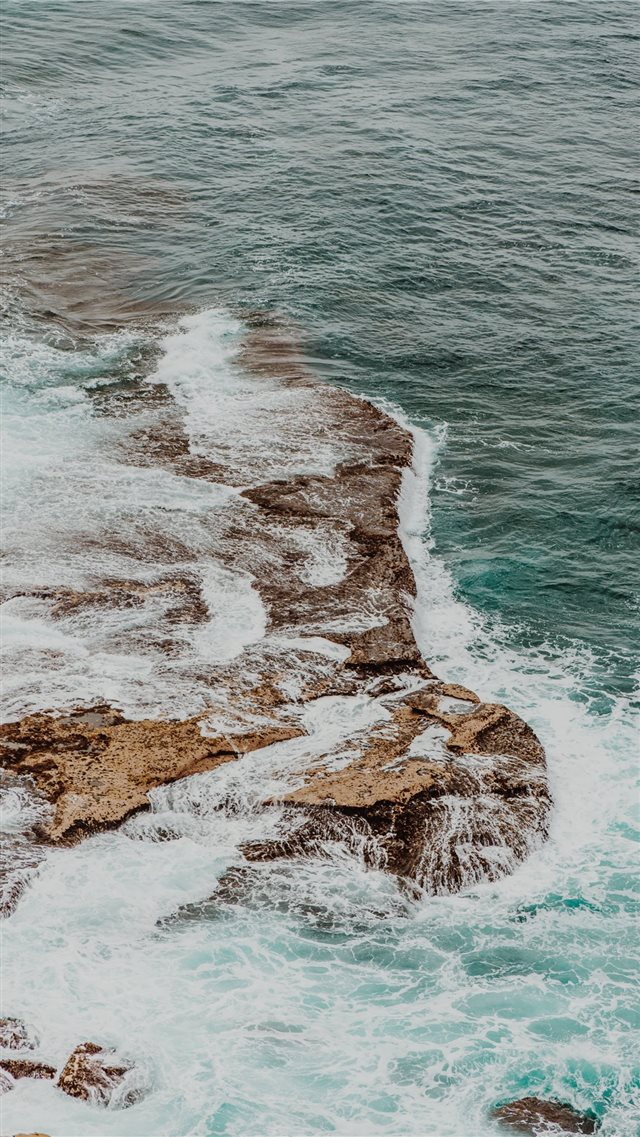 Blue waves iPhone SE wallpaper