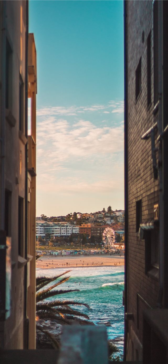 Bondi beach between two houses iPhone X wallpaper