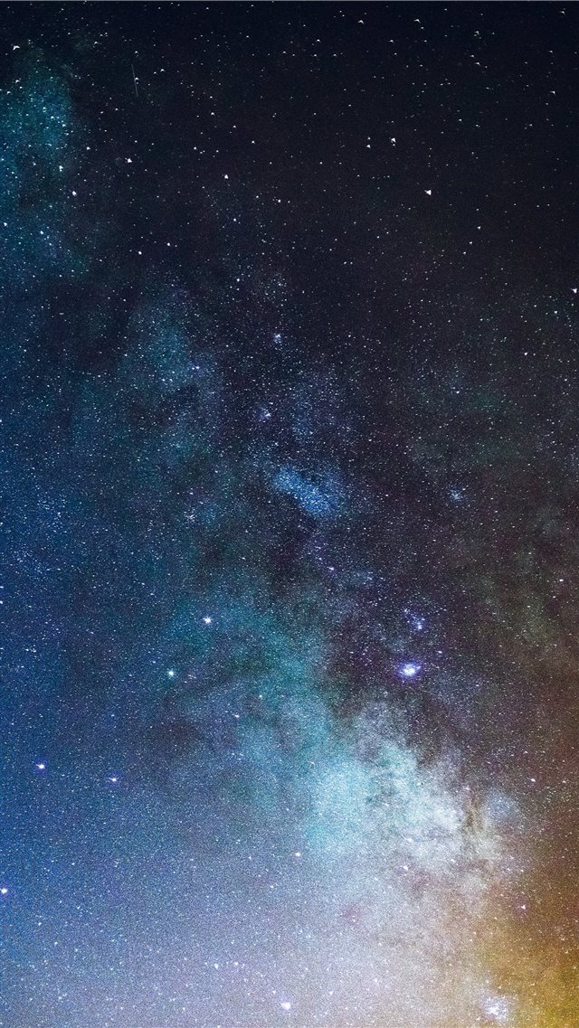 Milky Way over Quelfes  Portugal iPhone 8 wallpaper