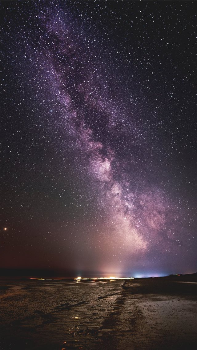 Milky Way iPhone SE wallpaper