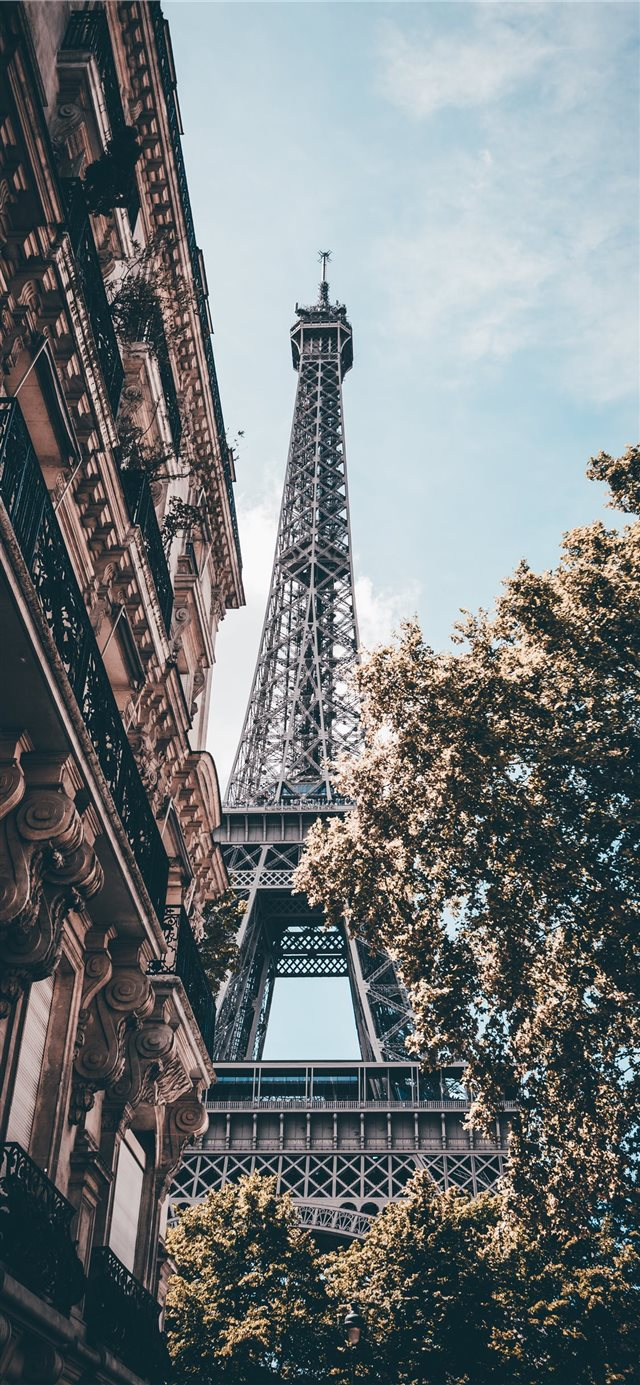 Day in Paris iPhone X wallpaper