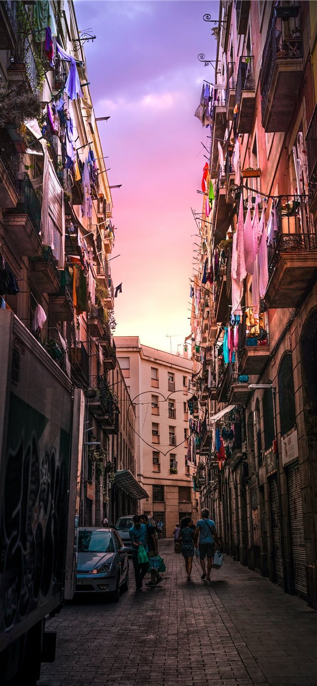 Sunset in Madrid iPhone 11 wallpaper