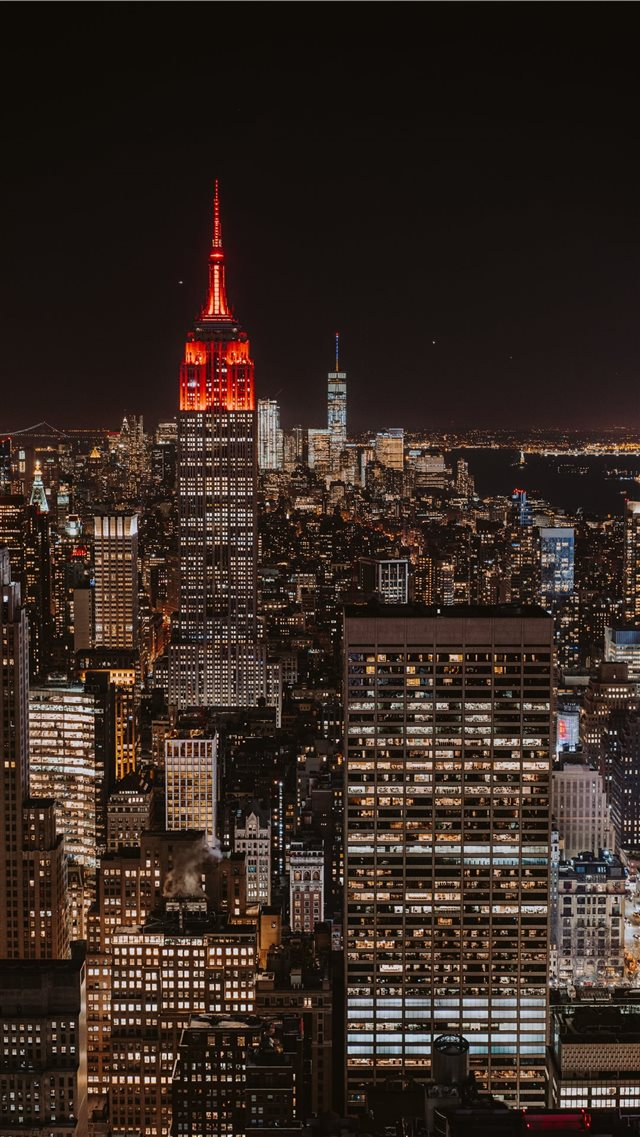 Bright New York skyline iPhone 8 wallpaper