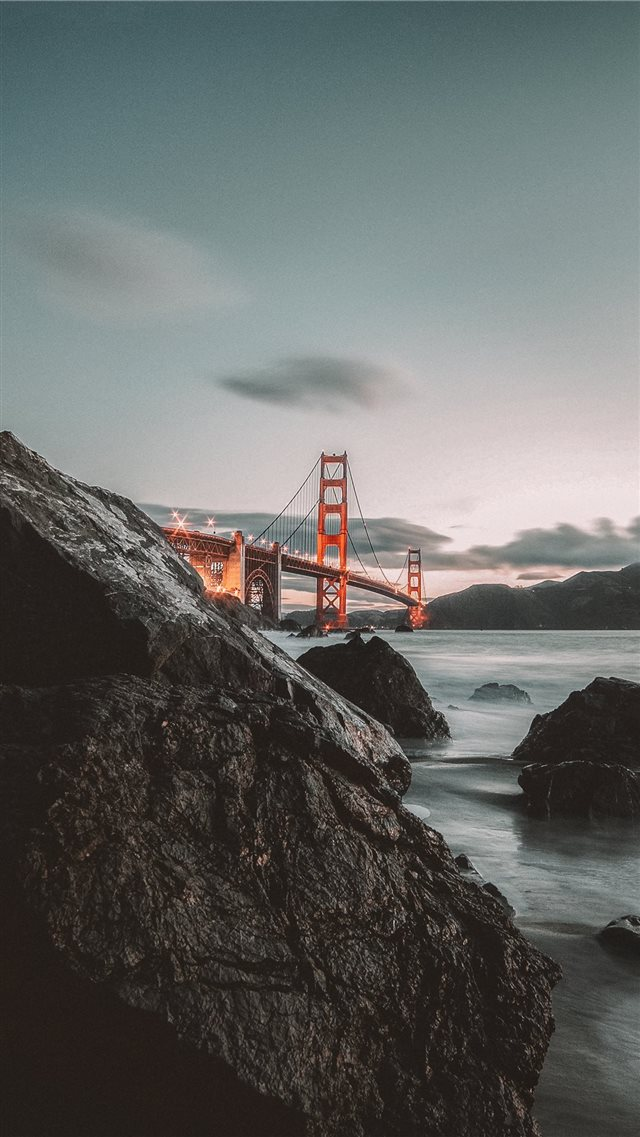 Golden Gate Bridge iPhone SE wallpaper