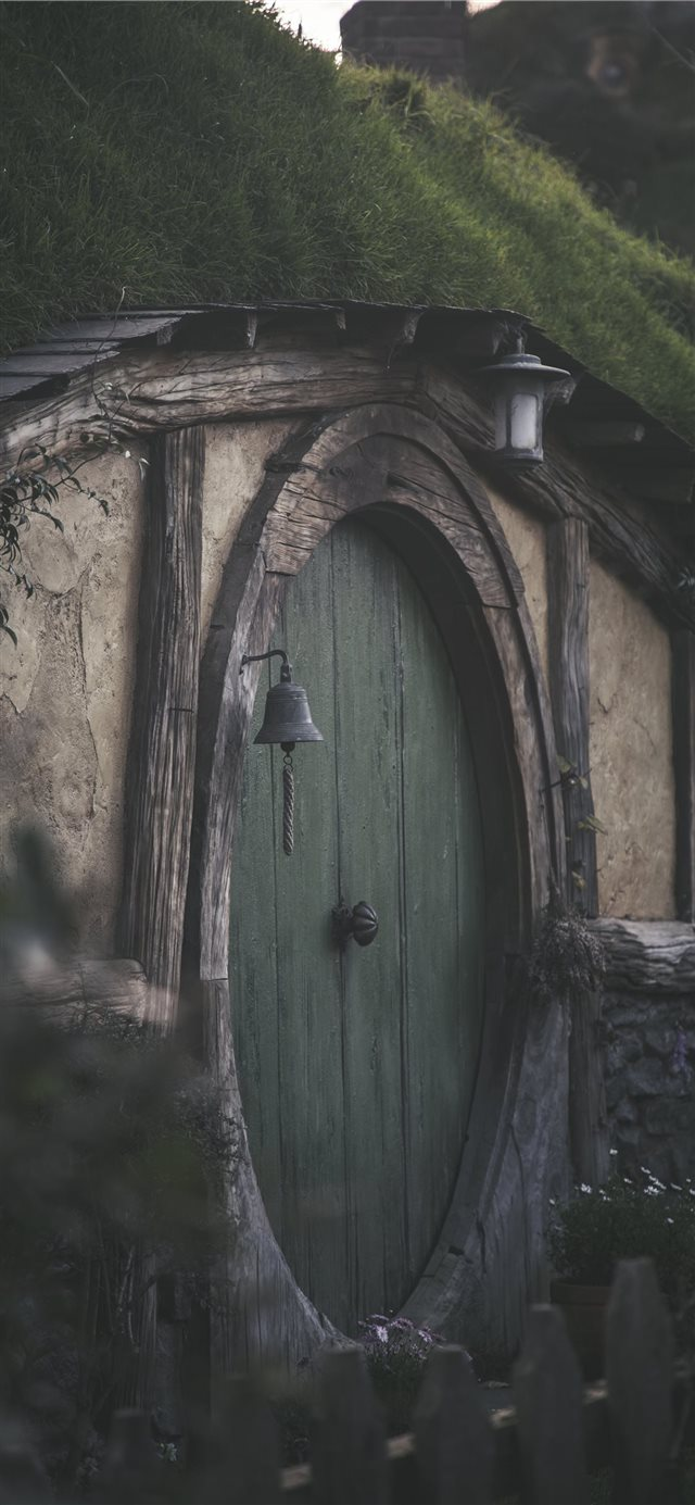 Hobbit Hole iPhone X wallpaper