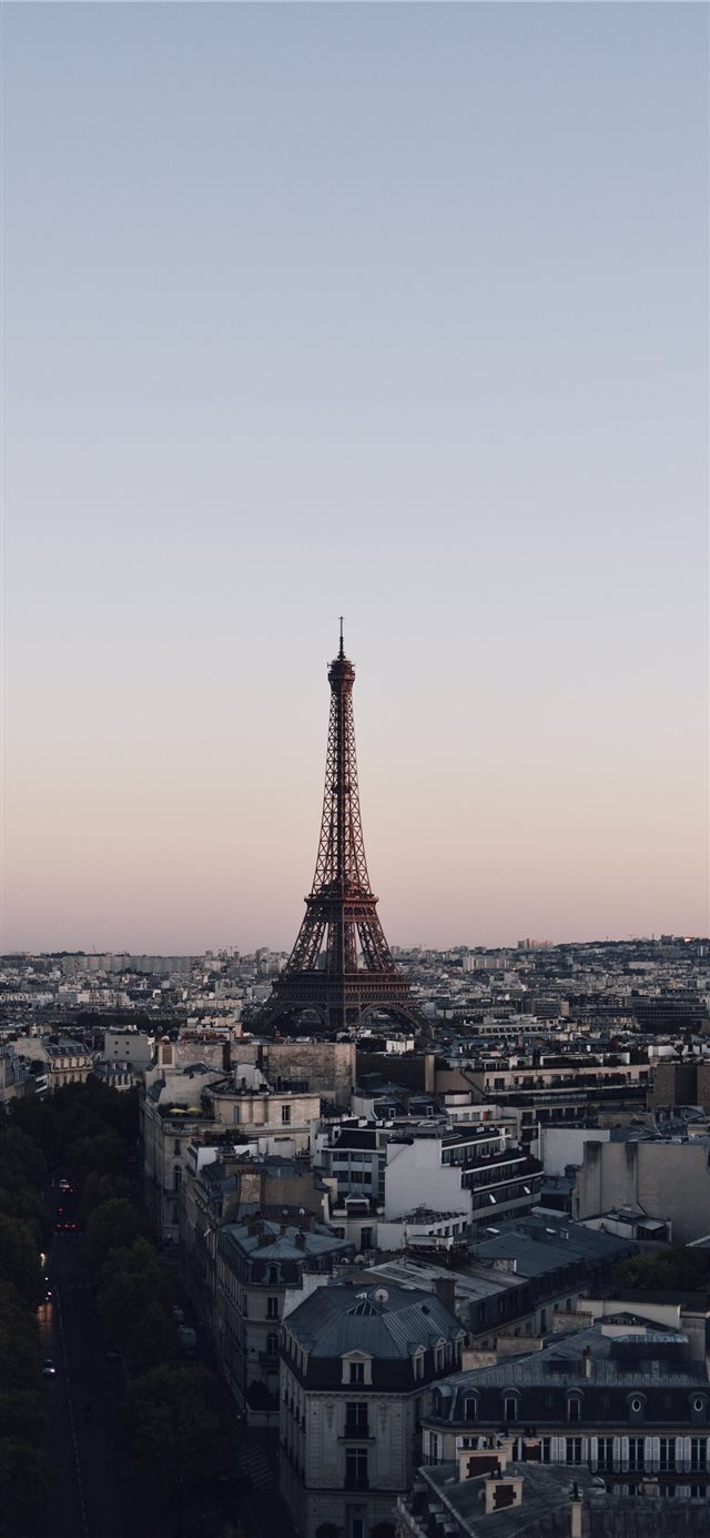 Madame Eiffel at sunset iPhone 11 wallpaper
