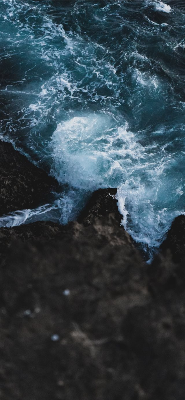 Motion iPhone 11 wallpaper