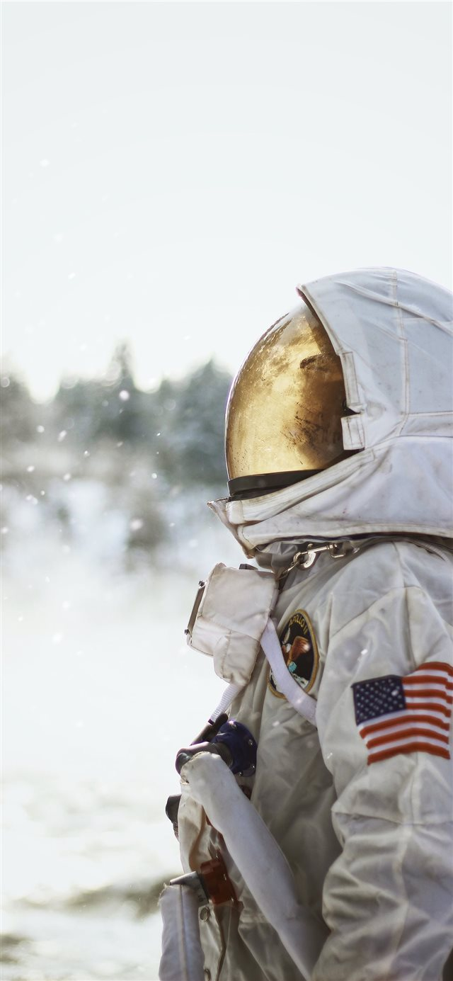 Spaceman iPhone X wallpaper