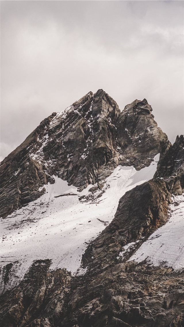 Rifugio Marinelli Bombardieri Al Bernina  Italy iPhone SE wallpaper