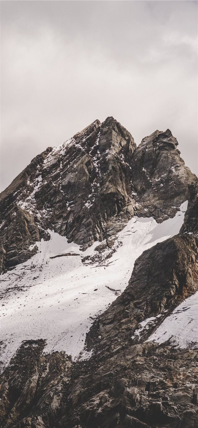 Rifugio Marinelli Bombardieri Al Bernina  Italy iPhone 11 wallpaper