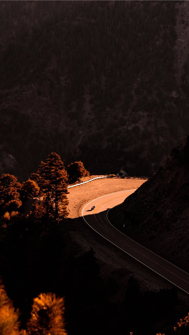 road iPhone SE wallpaper