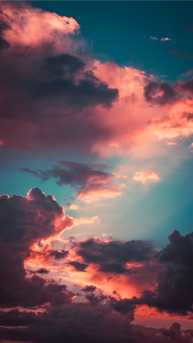 My favourite cloudscape of the year iPhone SE wallpaper