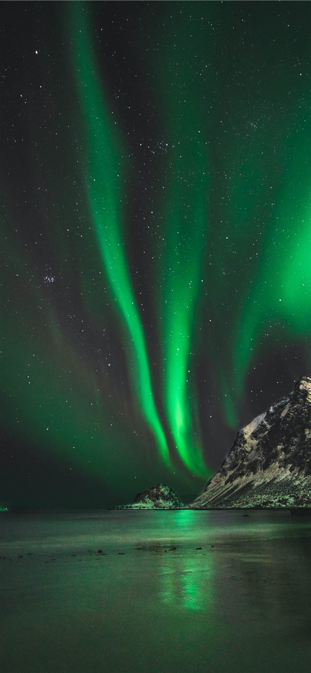 Northern lights in Norway iPhone X wallpaper