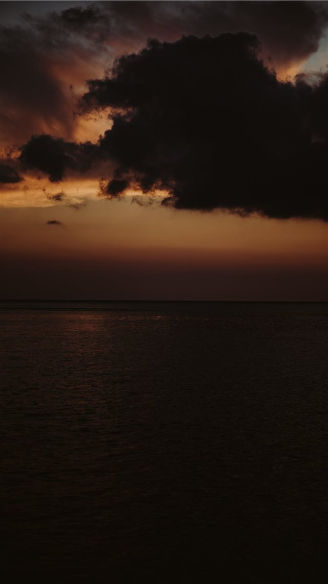 A shot from Hawaii at sunset  iPhone SE wallpaper
