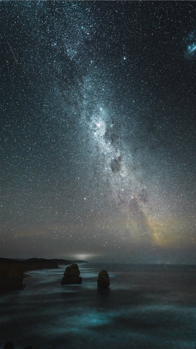 Milky Way   Instagram  @WithLuke iPhone SE wallpaper