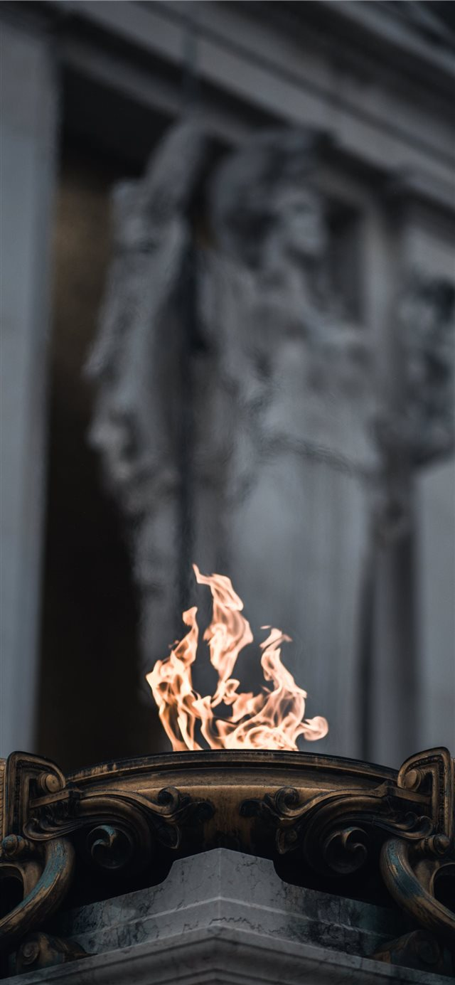 A fire close to the Altare della Patria  iPhone 11 wallpaper